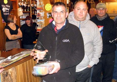 2013 world dab champs winner Ian Harnett with George Cunningham.jpg