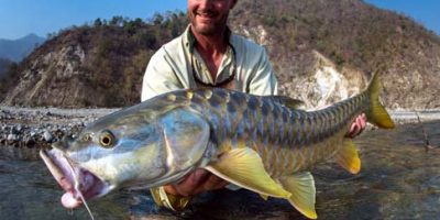 Jim Klug with a golden mahseer 1.jpg