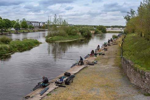 International Anglers on the bank at Lanesborough2.jpg
