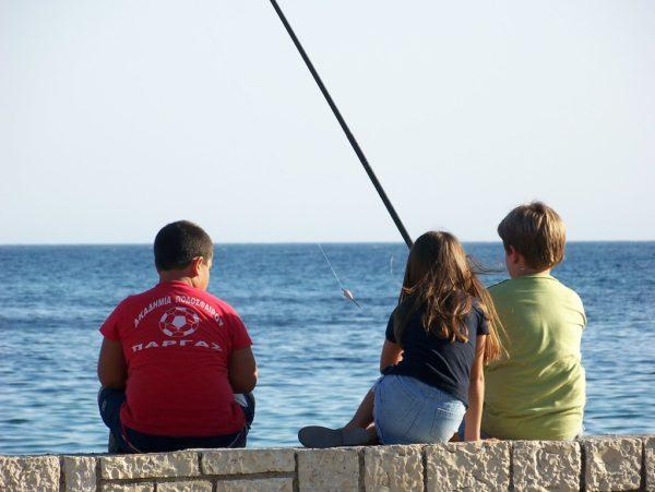 sea fishing chldren